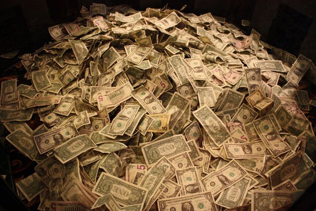 Điều gì khiến lượng tiền lớn đổ vào chứng khoán?