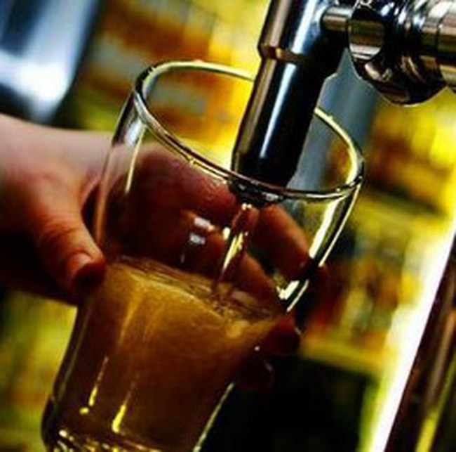 Doanh nghiệp kêu khó khi đánh thuế TTĐB vào bia hơi, ô tô