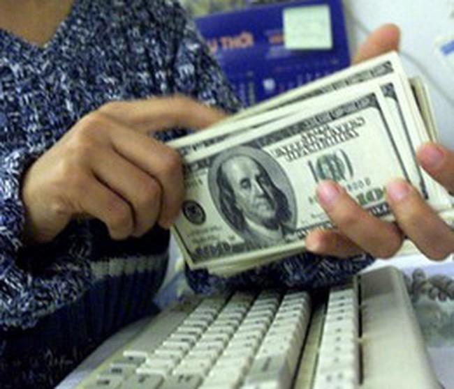 Giá USD tự do hướng mốc 16.000 đồng
