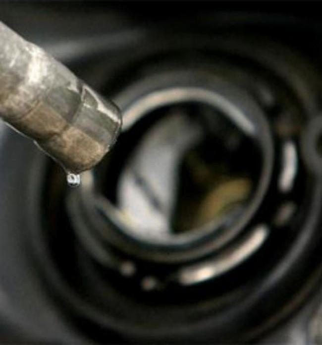 Chưa thể điều chỉnh giảm giá xăng dầu