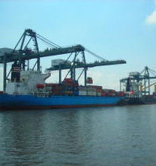 Cảng Sài Gòn hết nghẽn nhưng vẫn bị thu phí tắc hàng