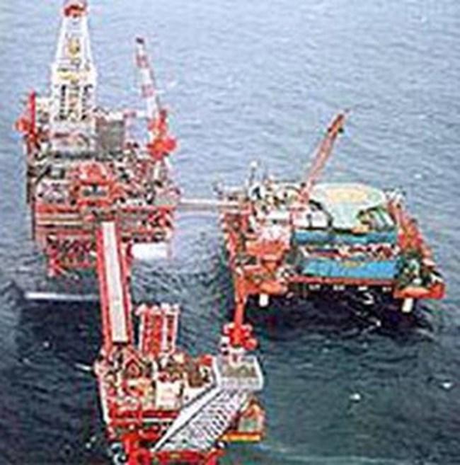 Tuần qua, giá dầu tiếp tục hạ mạnh
