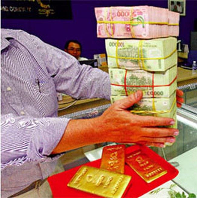 Tiền trữ trong dân: Nguồn nội lực khó nhận diện