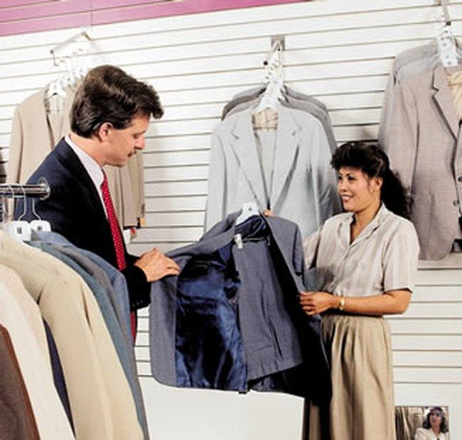 Mỹ: Doanh số bán lẻ giảm lần đầu trong 5 tháng