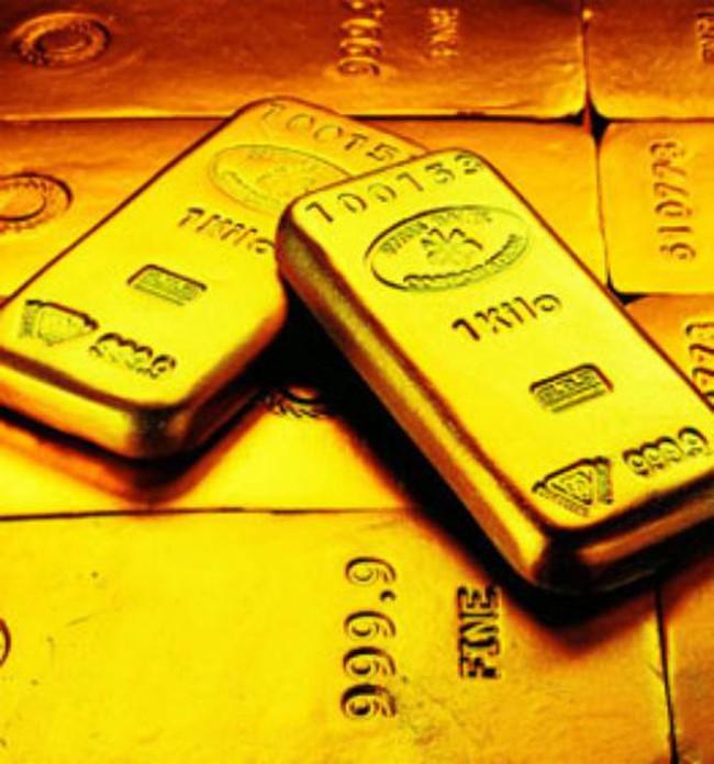 Giá vàng lại trượt dốc mạnh