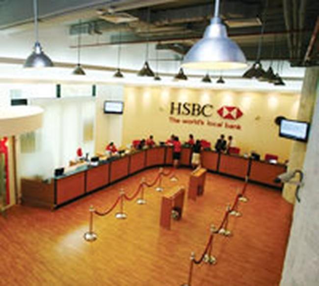 Dồn dập bán cổ phần cho ngân hàng ngoại