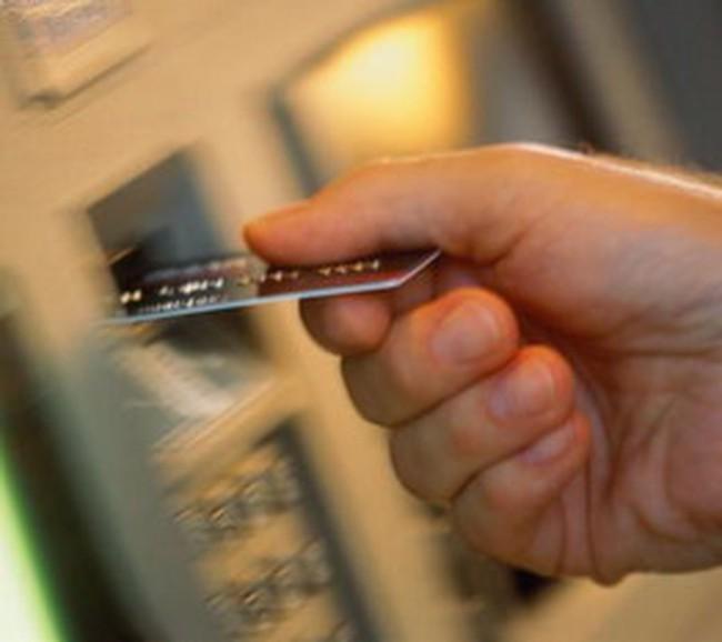 """Hàng loạt """"sự cố"""" khi sử dụng thẻ ATM"""