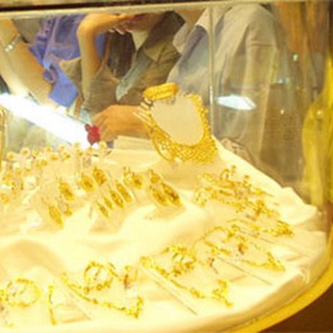 Giá vàng trong nước tăng 30.000/lượng
