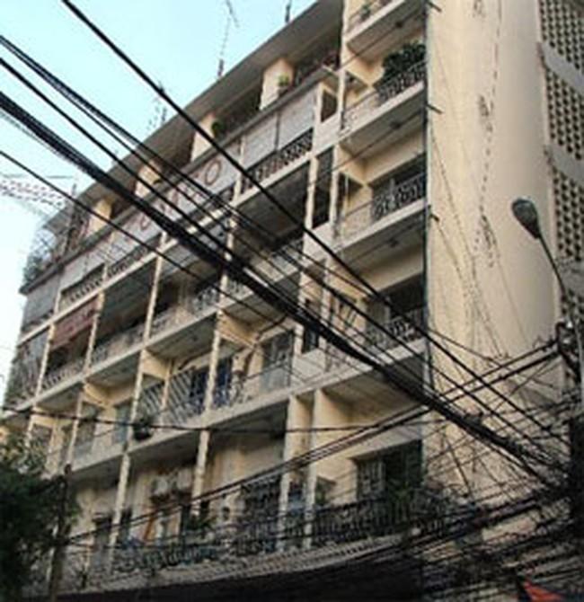 Sửa chữa thay vì xây mới chung cư nghiêng giữa Sài Gòn