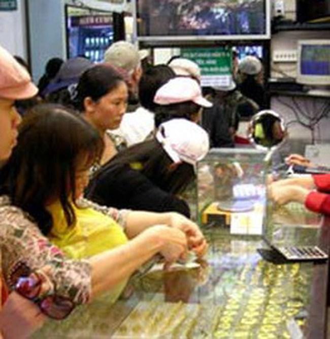 Giá vàng giảm 120.000 đồng/lượng vào cuối tuần