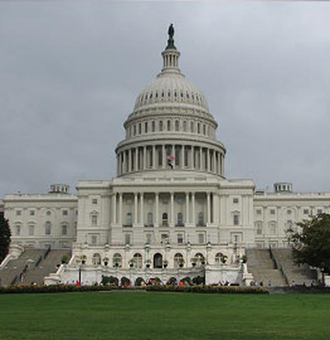 Hạ viện Mỹ thông qua gói giải cứu 700 tỷ USD
