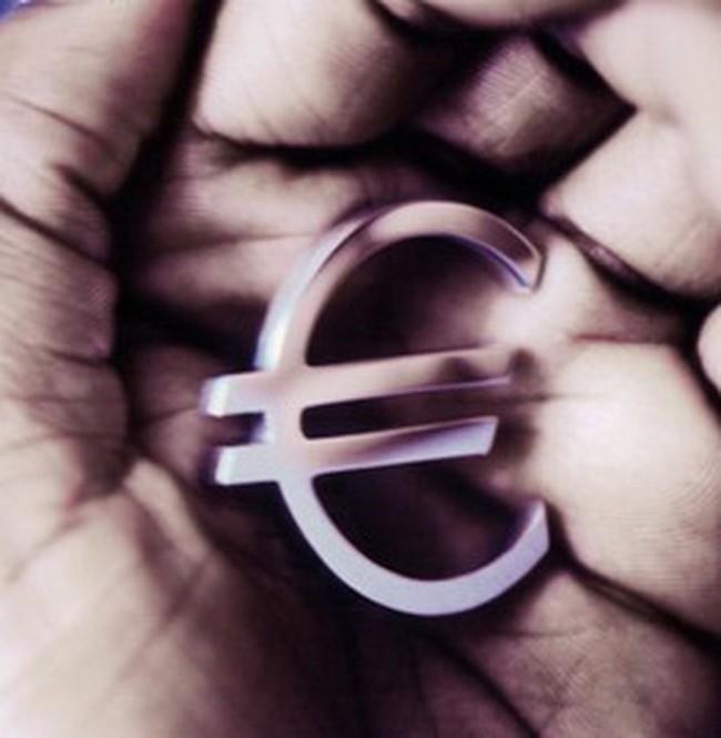 Khủng hoảng tài chính châu Âu lan rộng
