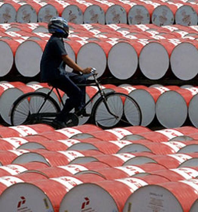 Giá dầu rơi xuống mức thấp nhất trong 08 tháng