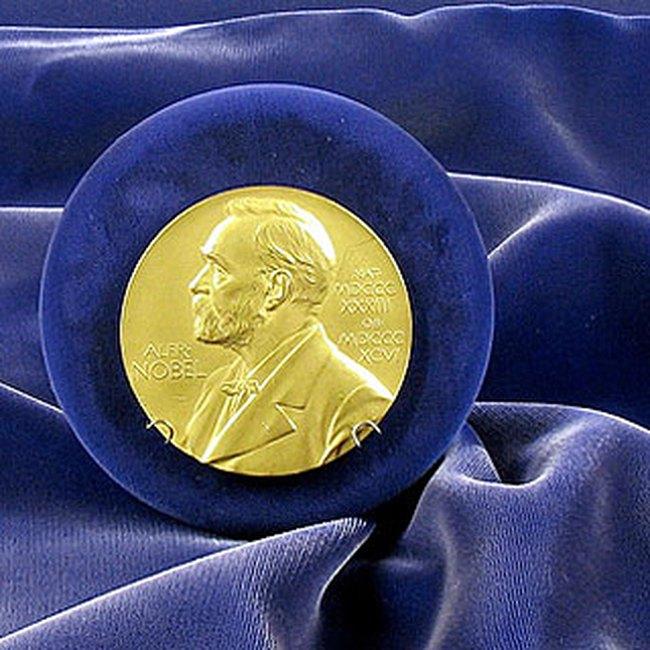 Nobel Y học 2008: Vinh danh cho phát hiện về bệnh AIDS