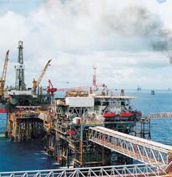 Tính chuyện nhập dầu thô cho Nhà máy lọc dầu Dung Quất