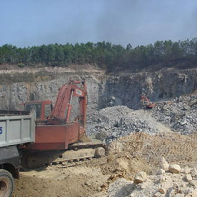 LBM: Được phép khai thác khoáng sản tại mỏ đá Cam Ly