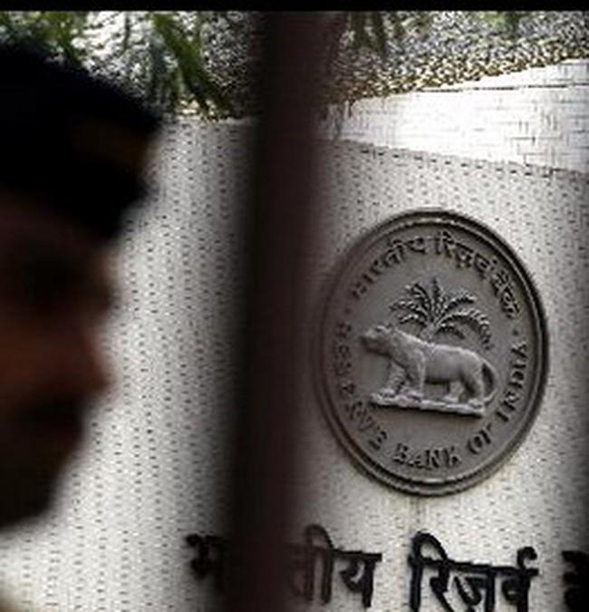 Ấn Độ đột ngột cắt giảm lãi suất