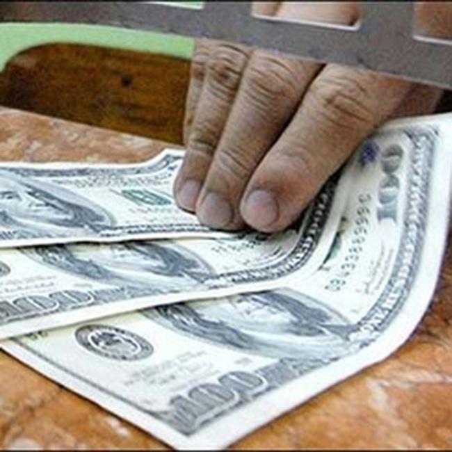 Giá USD trên thị trường tự do đã lên 17.000 đồng/USD