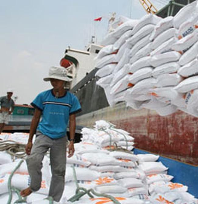 Kim ngạch xuất khẩu tiếp tục giảm, nhập khẩu tăng lại