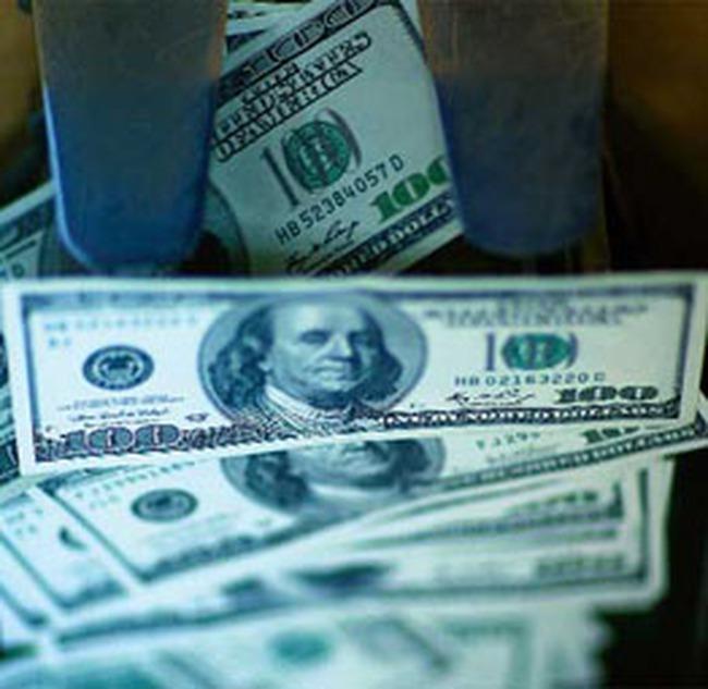 Vì sao đô la Mỹ mạnh lên?