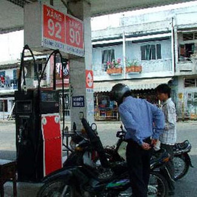 Giá xăng dầu giảm 500 đồng/lít
