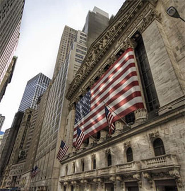 Chứng khoán Mỹ tăng điểm dù GDP tăng trưởng âm