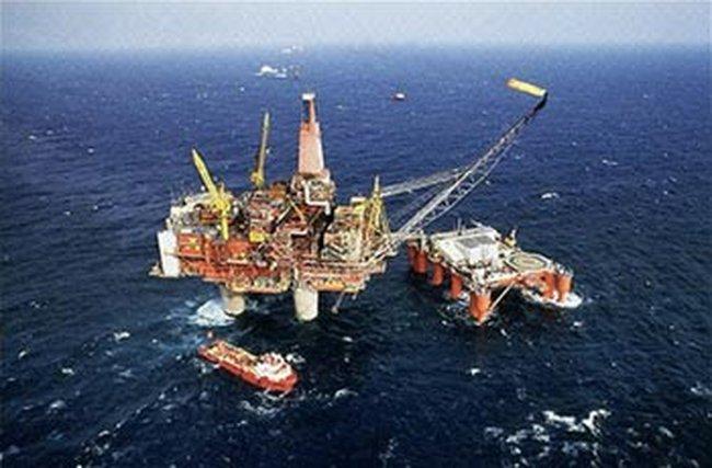 Giá dầu thế giới tăng vọt
