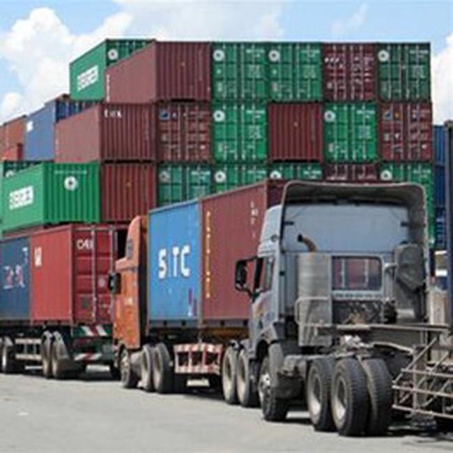 """Hàng """"chầu chực"""" ở cảng vì phải chờ kiểm tra melamine"""