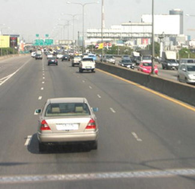 Sử dụng xi măng nội làm đường giao thông