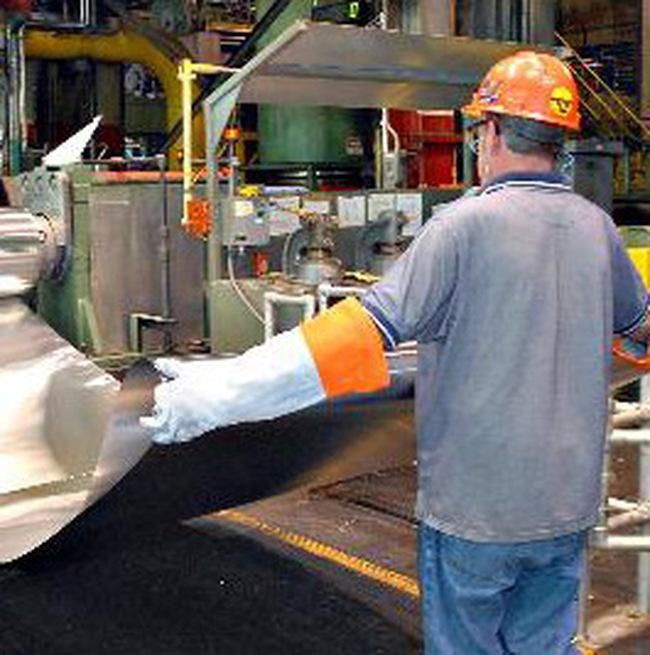 Hãng sản xuất nhôm lớn nhất thế giới giảm sản xuất và nhân công