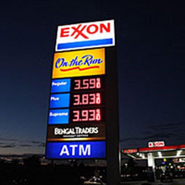 Giá dầu rời mốc 40USD/thùng