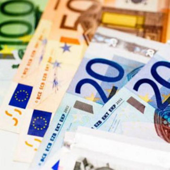 Đồng euro liên tục mất giá so với USD