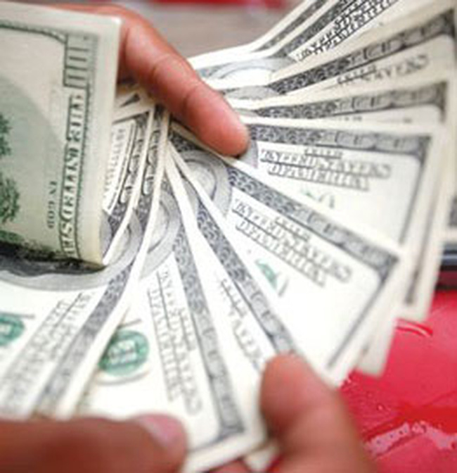 Giá USD tự do lên 17.700 đồng