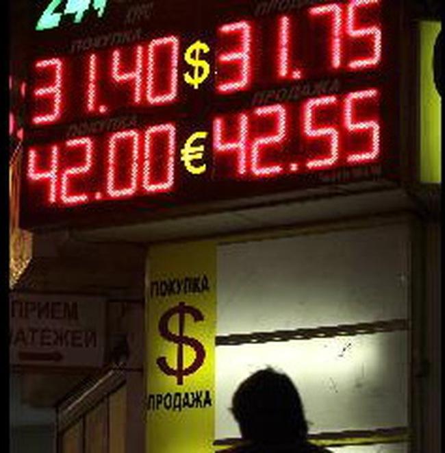 Nga phá giá đồng rúp 4 lần trong 5 ngày