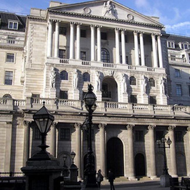 Chính phủ Anh dành hàng trăm tỷ USD cứu ngành ngân hàng