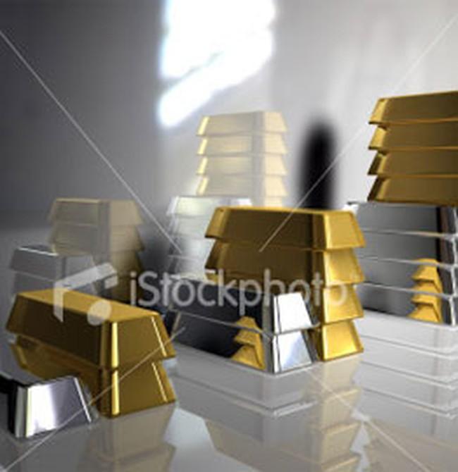 Giá vàng, giá dầu đồng loạt giảm