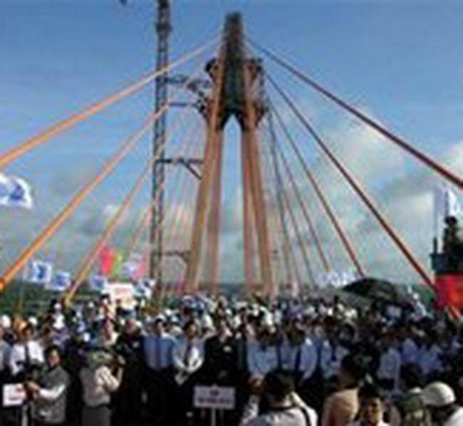 Cầu Rạch Miễu đã nối liền hai bờ