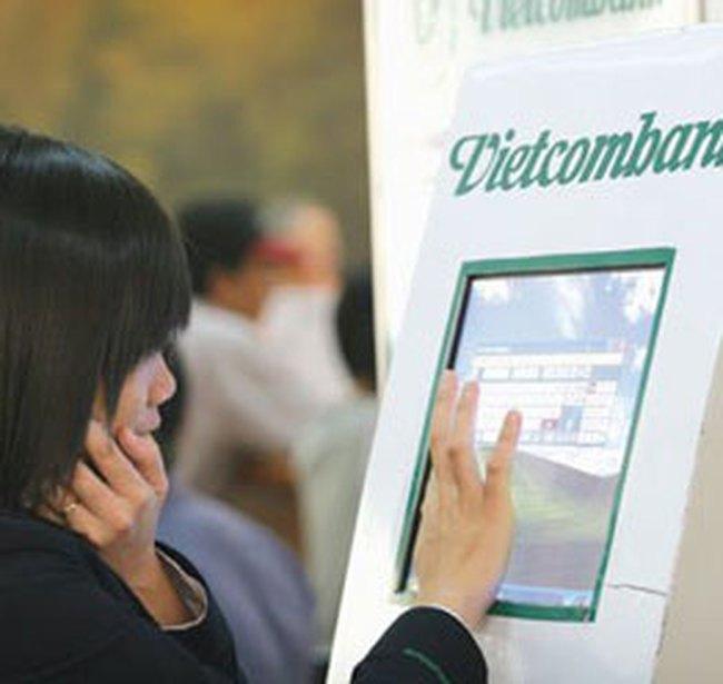 Vietcombank thu phí giao dịch ATM ngoài hệ thống
