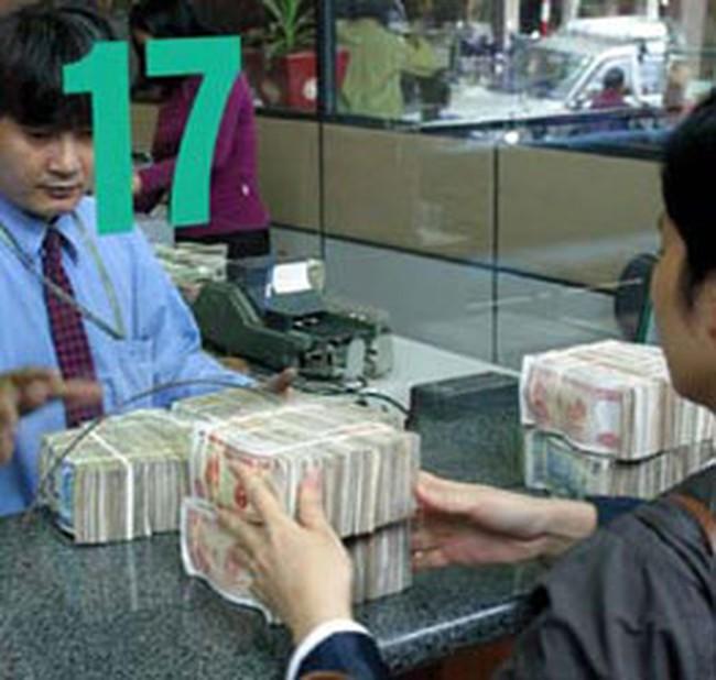 Hạ lãi suất: Ngân hàng kêu khó hay thiếu chủ động?