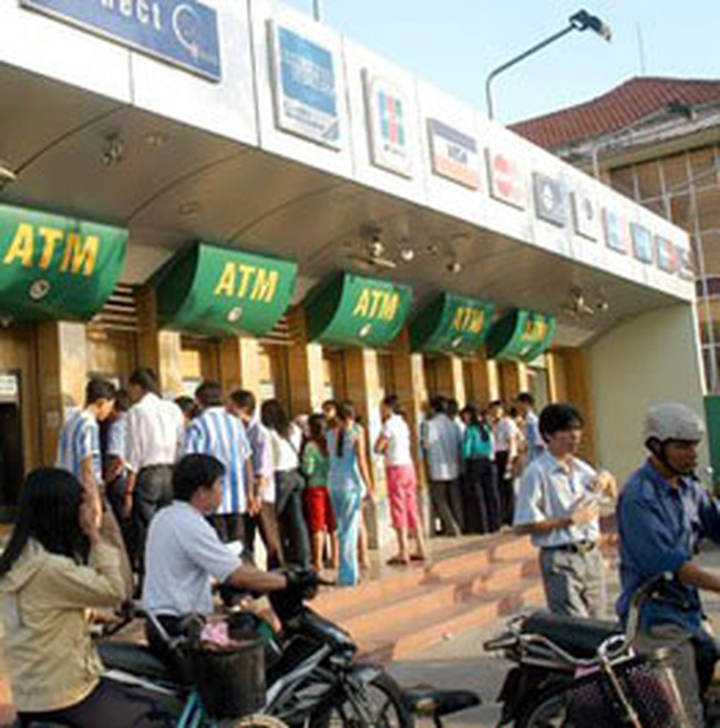 Ngân hàng quyết thu phí ATM