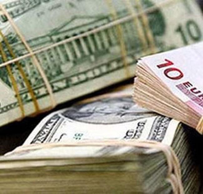 Tiếp tục giảm lãi suất tiền gửi ngoại tệ vượt dự trữ bắt buộc