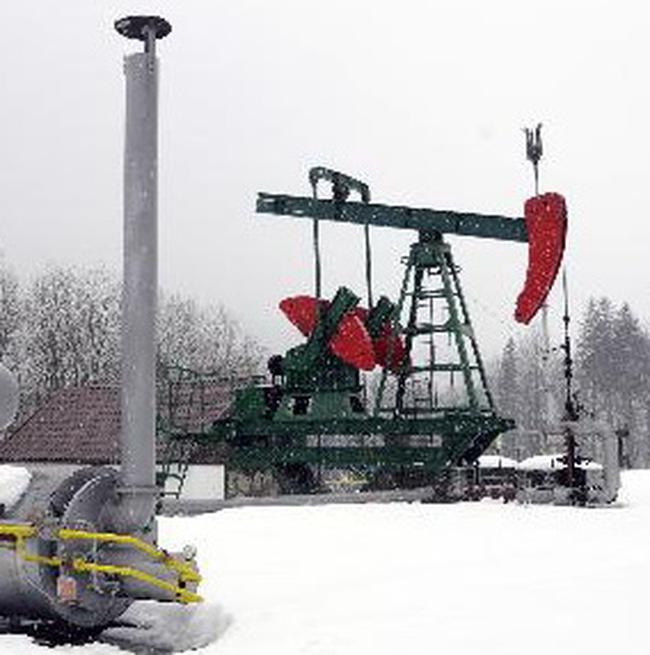 Giá vàng, giá dầu hạ