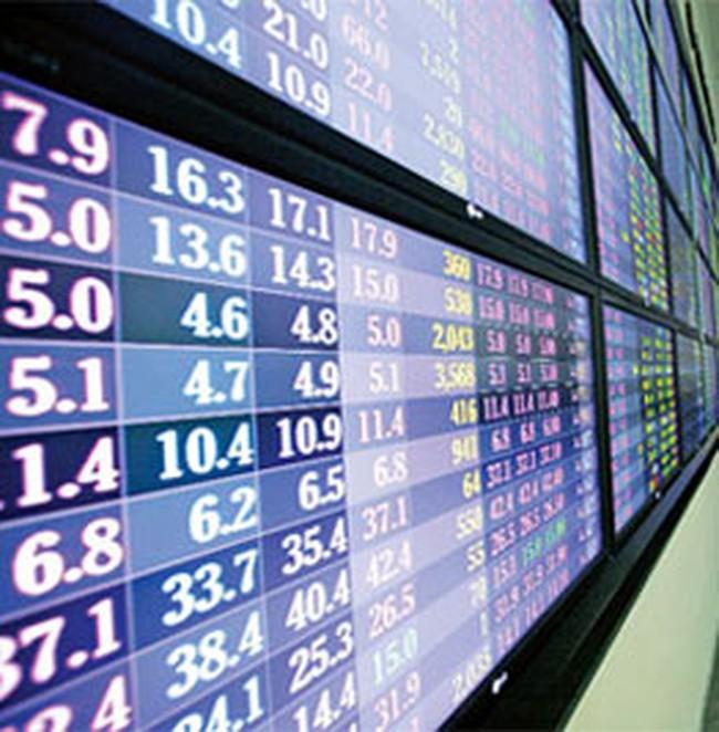Tranh mua cổ phiếu tài chính, bất động sản
