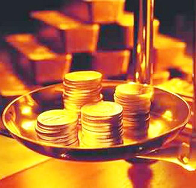 Vàng đứng giá, USD giảm nhẹ xuống 18.050 đồng