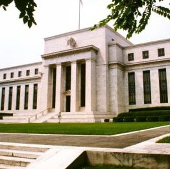 FED: Tốc độ đi xuống của nền kinh tế đang giảm bớt