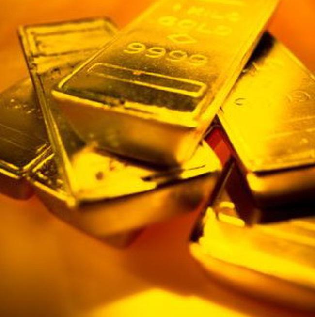 Giá vàng hạ, giá dầu tăng