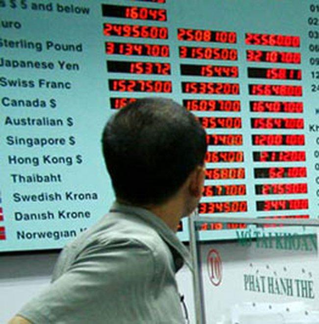 USD: Cung cầu vẫn vênh nhau