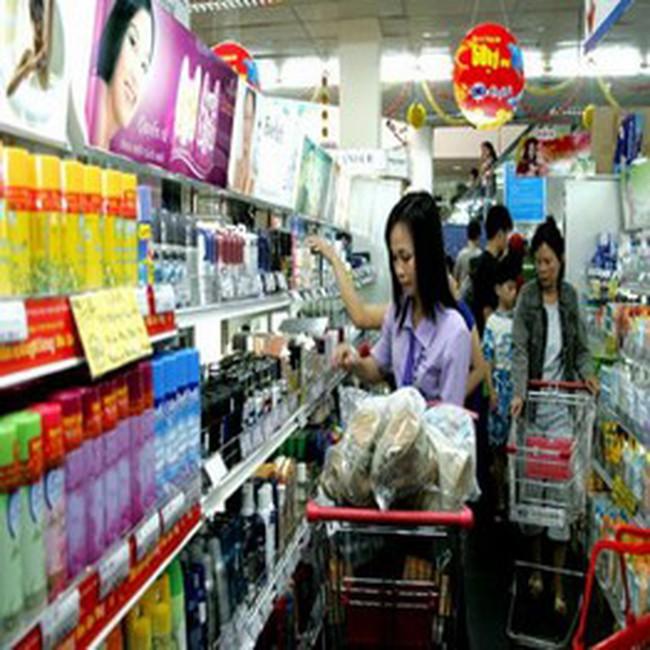 Việt Nam nhập siêu trở lại 700 triệu USD trong tháng 4