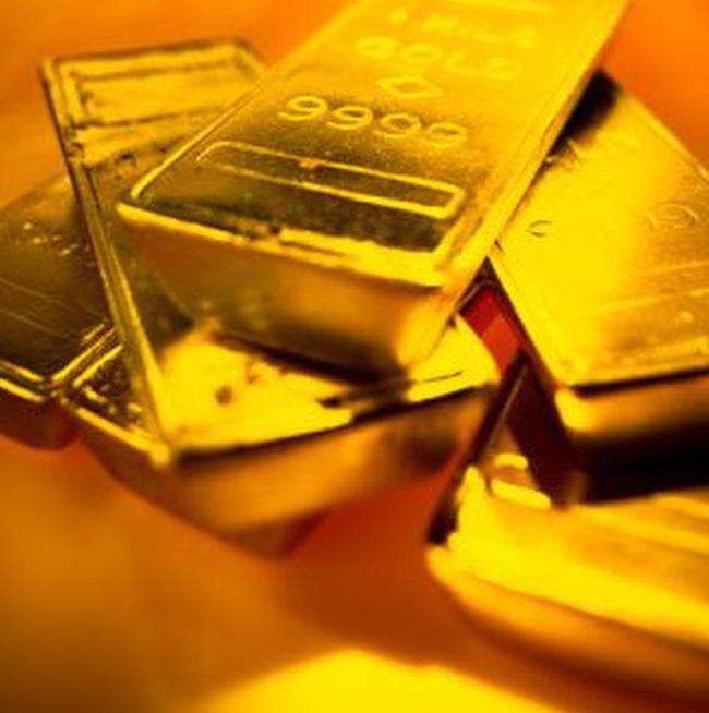Giá vàng có tuần tăng đầu tiên trong hơn 1 tháng, giá dầu tăng