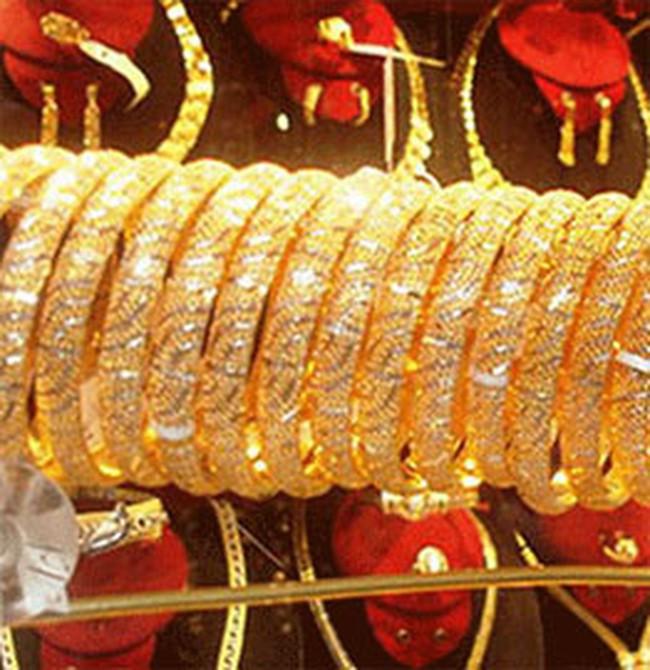 Vàng tiếp tục giảm 100.000 đồng/lượng